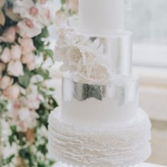 Vintage Milk Glass Pedestal | De La Rosa Cakes | Love Her Photography